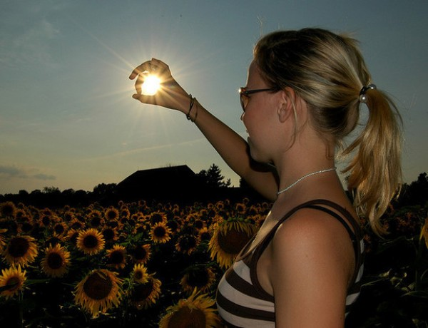 Amazing Forced Perspective Photography in 2013 (17)