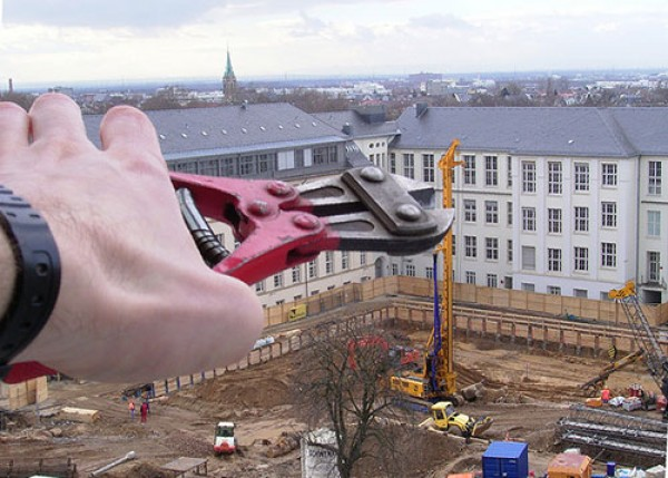 Amazing Forced Perspective Photography in 2013 (40)