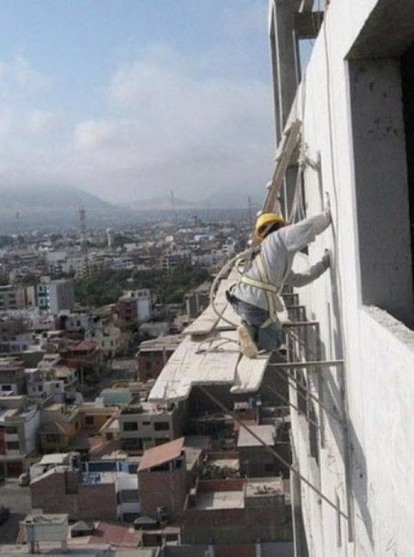 Construction Worker Mega Fails (31)