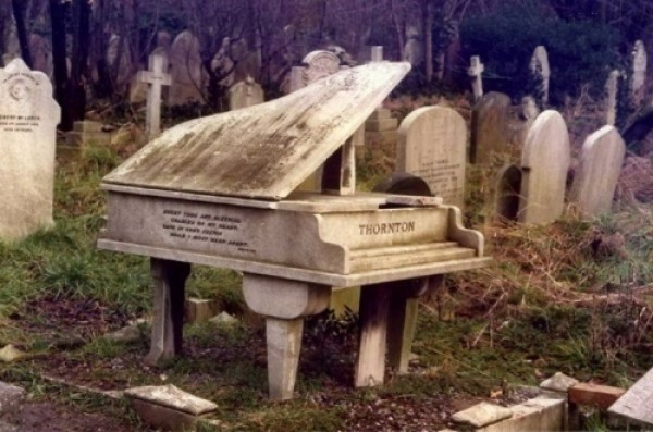 Funny Epitaphs and Humorous Tombstones (1)