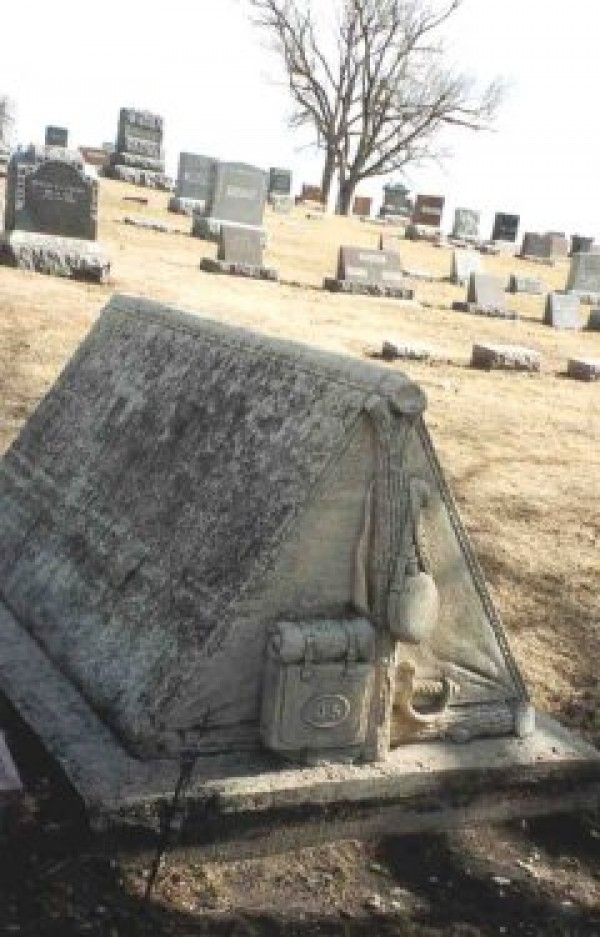 Funny Epitaphs and Humorous Tombstones (14)