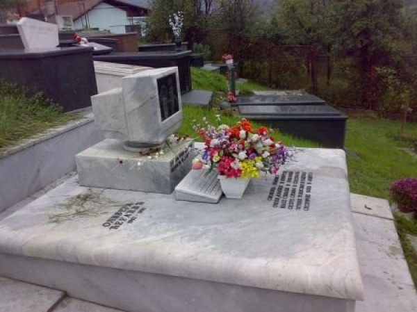 Funny Epitaphs and Humorous Tombstones (32)