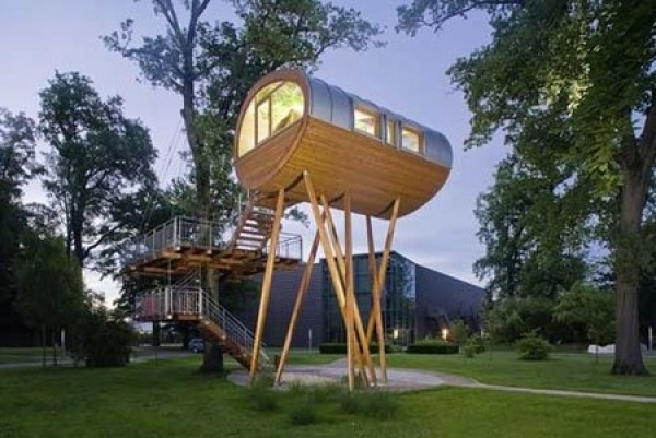 Top 10 most amazing tree houses around the world for Most amazing houses