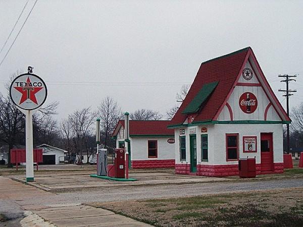 Strangest Gas Stations (5)