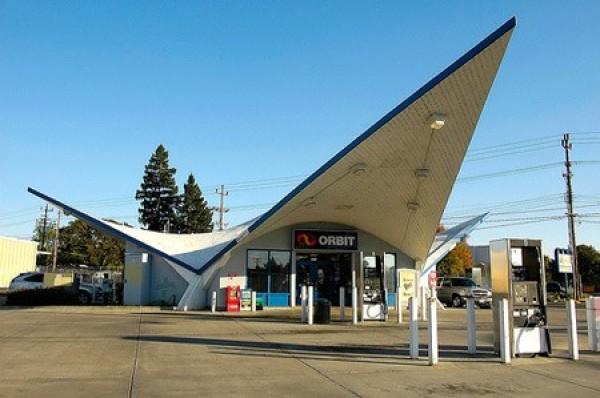 Strangest Gas Stations (7)
