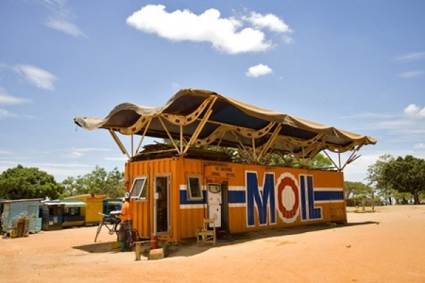 Strangest Gas Stations (8)