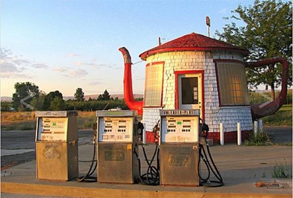 Strangest Gas Stations (9)