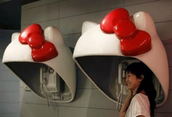 Ten Weirdest Public Phone Booths (5)