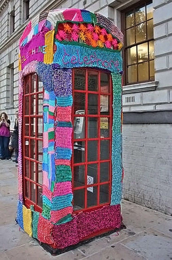 Ten Weirdest Public Phone Booths (9)