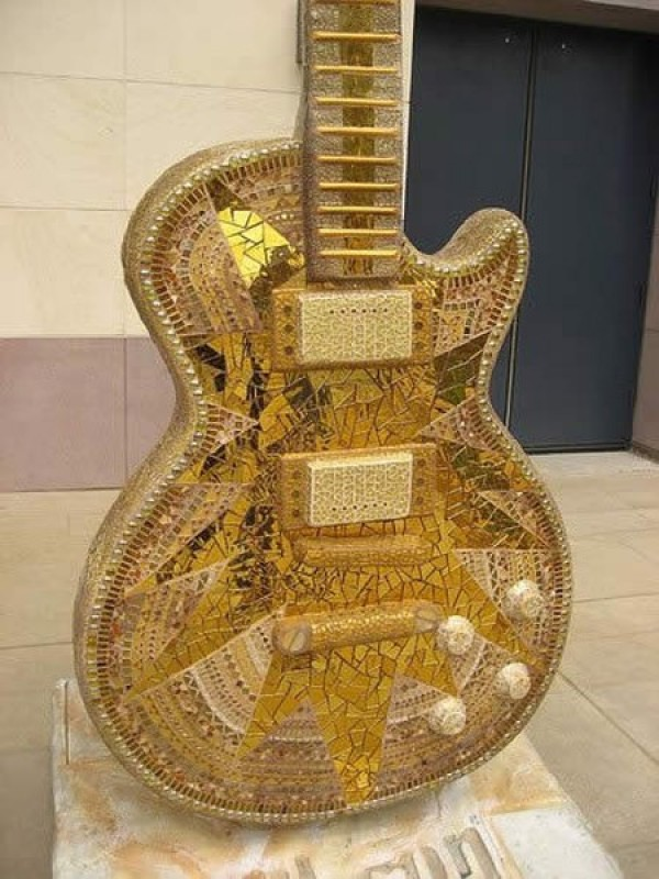 The Most Insane Custom Guitars You'll Ever See (5)
