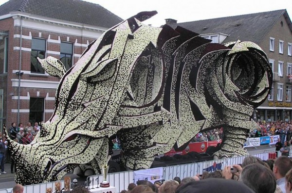 Gigantic Flower Sculpture Festival in Holland (4)