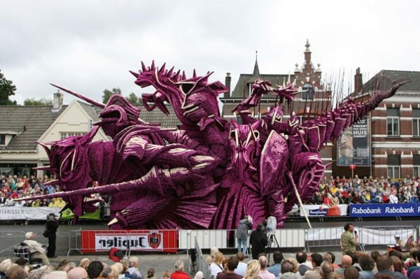 Gigantic Flower Sculpture Festival in Holland (5)