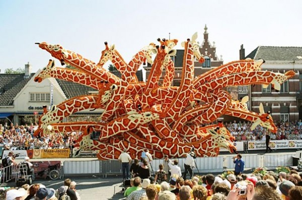 Gigantic Flower Sculpture Festival in Holland (6)