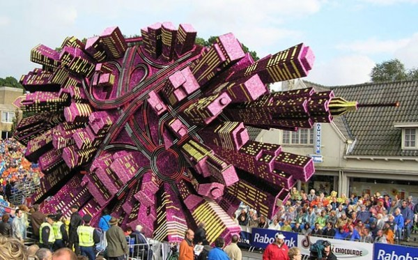 Gigantic Flower Sculpture Festival in Holland (7)