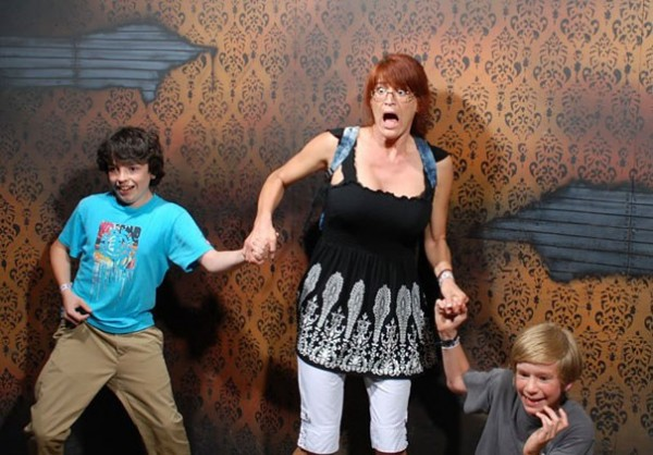 Hilariously Terrified People from a Haunted House (11)