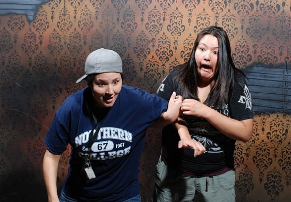 Hilariously Terrified People from a Haunted House (12)