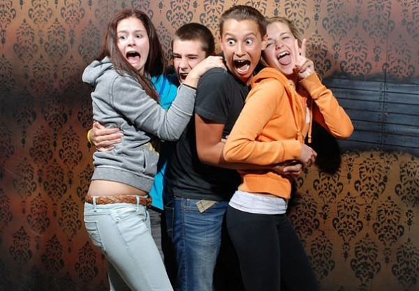 Hilariously Terrified People from a Haunted House (13)