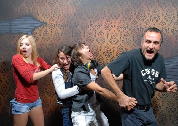 Hilariously Terrified People from a Haunted House (14)