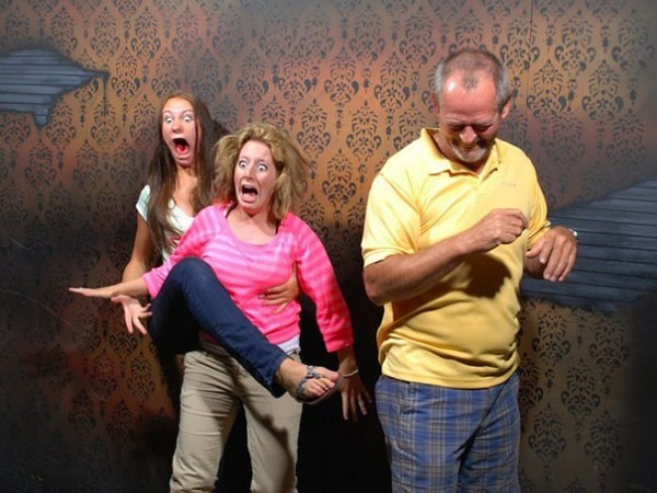 Hilariously Terrified People from a Haunted House (18)