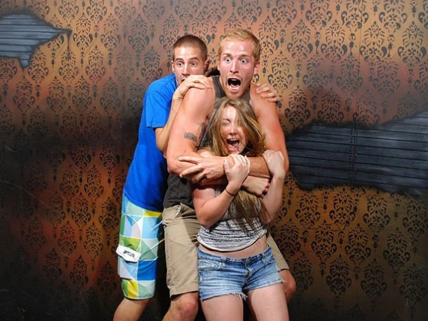 Hilariously Terrified People from a Haunted House (2)