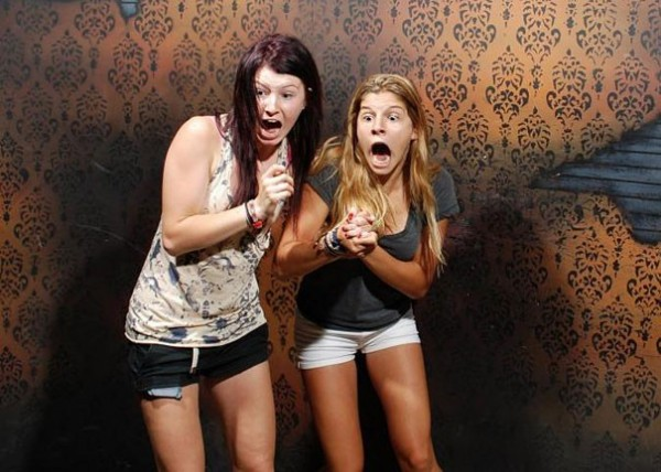 Hilariously Terrified People from a Haunted House (4)