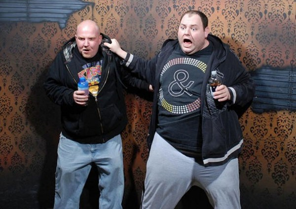 Hilariously Terrified People from a Haunted House (7)