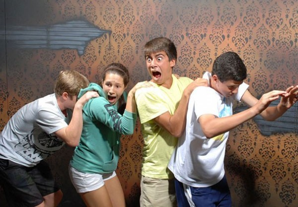 Hilariously Terrified People from a Haunted House (8)